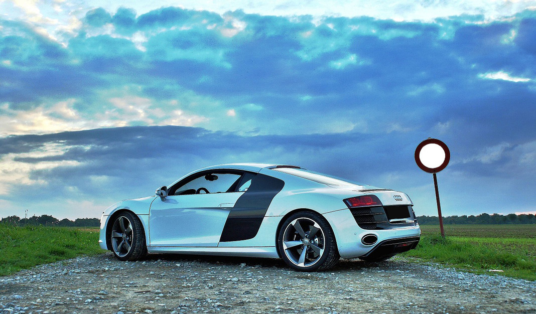 Wallpaper Mobil Audi Sport: Audi R8 On A Country Road